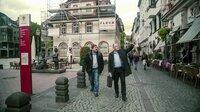 Ermittler Stephan Harbort und Kriminalist Stefan Giebel schauen sich in Koblenz um, wo 2011 das Ehepaar Schemmer ermordet wurde.