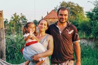 Ilulian und Florica Minzat mit ihrer Tochter in Rumänien