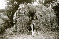 Lars mit Schwester und Mutter in den Sommerferien 1962.
