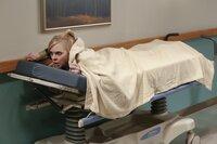 Christy (Anna Faris) will unter allen Umständen ihre Abschlussprüfung schreiben und flieht deshalb aus dem Krankenhaus, in das sie kurz zuvor aufgrund einer schlimmen Erkältung eingeliefert wurde. Eine schlechte Idee, wie sich bald herausstellt ...