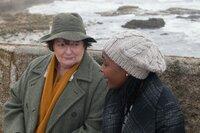 Vera Stanhope (Brenda Blethyn, l.); Ellie Thorne (Nadine Marshall, r.)