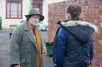 Vera Stanhope (Brenda Blethyn, l.); Hannah Ferris (Levi Heaton, r.)