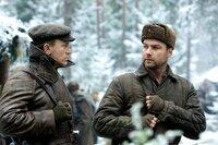 CAST: Daniel Craig as Tuvia Bielski, Liev Schreiber as Zus Bielski.
