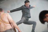 Quinn (Scott Adkins) flieht vor Aliens, schafft es dabei aber nicht, seine Tochter zu retten, die weiter in Gefangenschaft der Aliens bleibt. Auf der Flucht springt er von einem Gebäude in tiefes Wasser und steigt mitten in Vietnam aus einem Brunnen. Er kann sich nicht daran erinnern, wer er ist oder woher er kommt, und ist auch in seinem Sprachvermögen gehandicapt. Während Quinn durch die Stadt wandert und Hinweise auf seine Vergangenheit sammelt, gerät auch Connor in die Transaktionen, die diverse Gangster mit den Aliens machen. Und dann wird auch Connors Frau entführt.
