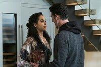 Macy Vaughn (Madeleine Mantock, l.); Julian Shea (Eric Balfour, r.)