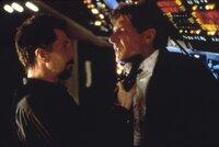L-R: Ivan Korshunov (Gary Oldman), Präsident James Marshall (Harrison Ford)