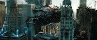 Zwischen den beiden verfeindeten Roboterclans der Autobots und der Decepticons kommt er erneut zu einem knallharten Roboterkrieg, der die Welt an den Rand der totalen Vernichtung bringt ...