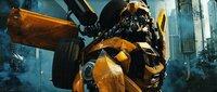 Beinahe zu spät erkennt der treue Bumblebee (Bild), dass dem ehemaligen Anführer der Autobots, Sentinel Prime, nicht besonders viel am Schicksal der Erde liegt ...