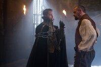Auch Cagliostro (Til Schweiger, l.) muss erfahren, dass man sich nicht mit einem Musketier anlegen sollte: Porthos (Ray Stevenson, r.) ...