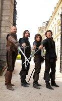 Einer für alle, alle für einen: (v.l.n.r.) Porthos (Ray Stevenson), Athos (Matthew MacFadyen), D'Artagnan (Logan Lerman) und Aramis (Luke Evans) ...