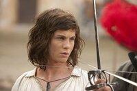 Der junge D'Artagnan (Logan Lerman), der von seinem verstorbenen Vater, einem ehemaligen Musketier, im Fechten ausgebildet worden ist, will sich den königlichen Musketieren anschließen. Deshalb reist er nach Paris. Kaum angekommen, lernt er bereits seinen künftigen Erzfeind kennen ...