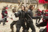 Immer Stress mit Rocheforts Truppen: (im Uhrzeigersinn) Athos (Matthew MacFadyen), Porthos (Ray Stevenson), D'Artagnan (Logan Lerman) und Aramis (Luke Evans) ...