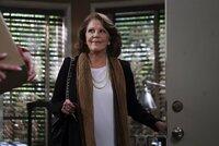 Christy ist schockiert, als sie hört, dass Gregory die Verlobung mit ihrer Tochter Violet gelöst hat. Violet erklärt daraufhin, dass Gregory sie betrogen hätte. Doch Gregorys Mutter Phyllis (Linda Lavin) behauptet etwas ganz anderes ...