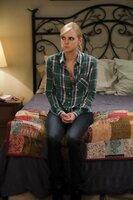 Nachdem Christy (Anna Faris) erfahren hat, dass sie sich das Jurastudium möglicherweise nicht leisten kann, ist sie am Boden zerstört. Doch Marjorie hat eine Idee, wie Christy an Geld kommen könnte ...
