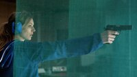 Um dem Wolf wieder zu begegnen, plant Ania (Lilith Stangenberg) eine Lappjagd und übt Schießen, um ihn sicher zu betäuben.