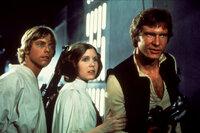Luke (Mark Hamill, l.), Prinzessin Leia (Carrie Fisher, M.) und Han Solo (Harrison Ford, r.) versuchen, Darth Vader und seinen Schergen zu entkommen ...