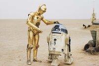 Stehen Luke und Han Solo im Kampf gegen das Imperium immer zur Seite: Druide C-3PO (Anthony Daniels, l.) und R2-D2 (Kenny Baker, r.) ...