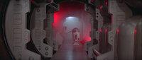 In ihrer Not beauftragt Prinzessin Leia (Carrie Fisher, l.), den kleinen Druiden R2-D2 (Kenny Baker, r.), eine wichtige Botschaft an den Jedi-Ritter Obi-Wan Kenobi zu überbringen. Eine gefährliche Mission beginnt ...