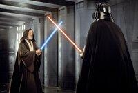 Mit den Waffen eines Jedis: Nach vielen dramatischen Abenteuern kommt es für Obi-Wan (Alec Guinness, l.) zu einem alles entscheidenden Laser-Schwertkampf mit Darth Vader (David Prowse, r.), dem abtrünnigen Jedi-Ritter ...