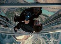 Achthundert Meter in die Tiefe könnte Ethan Hunt (Tom Cruise) bei seinem gewagten Manöver stürzen. Dies riskiert er, um das Leben vieler anderer zu schützen ...