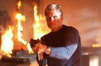 Mike (Dolph Lundgren) klar wird, dass er einem Haufen leerer Versprechungen aufgesetzt ist, schlägt er gnadenlos zurück ...
