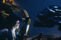 Auge in Auge mit einem Alien: In Ripley (Sigourney Weaver) erwacht der Killerinstinkt.