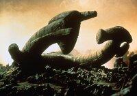 """Die Besatzung der """"Nostromo"""" entdeckt auf einem unwirtlichen Planeten das Wrack eines gigantischen außerirdischen Raumschiffs ..."""