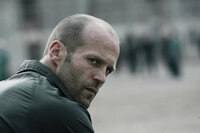 Als Jensen Ames (Jason Statham) bereits alle Hoffnungen verloren hat, das Gefängnis je wieder verlassen zu können, zwingt ihn die blutgierige Direktorin, an dem regellosen Death Race teilzunehmen ...