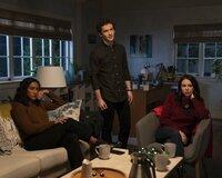 (v.l.n.r.) Caitlin Lewis (Sydney Park); Dylan Walker (Eli Brown); Mona Vanderwaal (Janel Parrish)