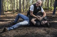 Stan Hurley (Michael Keaton, hinten); Mitch (Dylan O'Brian, vorne)