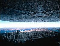 Zwei Tage vor dem amerikanischen Unabhängigkeitstag tauchen überall auf der Erde riesige Raumschiffe auf, die mit der systematischen Vernichtung des Planeten beginnen. Die letzten Stunden der Menschheit scheinen gezählt ...