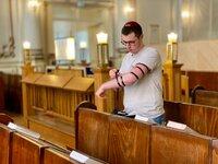 Samuel (20) aus Berlin lebt streng jüdisch-orthodox.