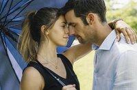 Juli (Vanessa Mai) verliebt sich in den Arzt Mateusz (Ferdinand Seebacher).
