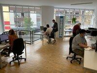 Bewerbungstraining in Troisdorf. Schwer vermittelbare Jugendliche lernen, sich erfolgreich zu bewerben. Der Ausbildungsleiter sagt: Wer sich wirklich Mühe gibt, findet einen Job.