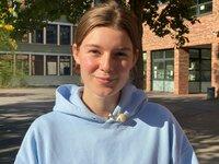 Hanna Buhl, 18, Abiturientin aus Köln, macht zur Überbrückung ein freiwilliges soziales Jahr im Kindergarten.