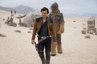 Solo: A Star Wars Story Alden Ehrenreich als Han Solo, Joonas Suotamo als Chewbacca SRF/2017 Lucasfilm Ltd. & ™