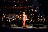 Camilla Nylund, Dirigent Manfred Honeck, die Wr. Symphoniker im Theater a.d. Wien.