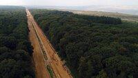 """Die alte Autobahn A4 wurde von Braunkohlegegnern zur """"roten Linie"""" erklärt: an dieser Linie soll der Tagebau halt machen, damit die Pariser Klimaziele noch erreicht werden können."""