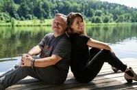 Juli (Vanessa Mai) braucht die Hilfe ihres Vaters Wim (Axel Prahl).
