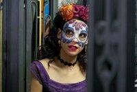 Estrella (Stephanie Sigman) ist eine Agentin des mexikanischem Secret Service und begleitet Bond zu den Festlichkeiten anlässlich des Tages der Toten.