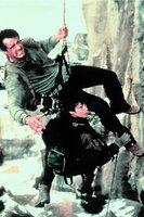 L-R: Gabe (Sylvester Stallone) und Jessie (Janine Turner)
