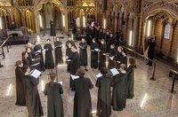 Teodor Currentzis tritt mit zwei von ihm gegründeten A-capella-Chören auf: dem musicAeterna byzantina und dem Kammerchor musicAeterna.