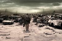Als einer der wenigen menschlichen Überlebenden schlägt sich Eli (Denzel Washington) durch eine zerstörte Welt.