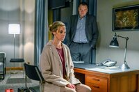 Thomas (Charly Hübner) wartet auf eine Antwort von Judith (Sophie von Kessel).