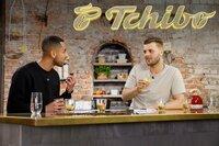 """Blindverkostung für """"ZDFzeit"""" mit insgesamt 30 Probanden: Kann Tchibo eigentlich auch Cappuccino?"""