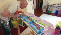 Kunst nach Feierabend: Rahmi Schulz malt Bilder in seinem Atelier in Wiesbaden.