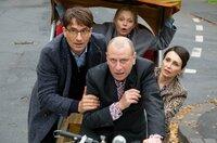 Viktor (Jevgenij Sitochin, vorne) mit Bernd (Oliver Mommsen, li.), Daniela Weigel (Susanna Simon, hinten Mitte) und Svetlana Galkin (Katerina Medvedeva) auf der Fahrrad-Rikscha.