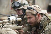 Während sein erstes Opfer ihm noch zusetzt, wird der US-Navy-SEAL und Scharfschütze Chris Kyle (Bradley Cooper) bereits zum nächsten tödlichen Einsatz gerufen. Weder ihm selbst noch seinen Kameraden ist klar, dass sein Bestreben, alle retten zu wollen, seiner Psycho großen Schaden zufügt ...