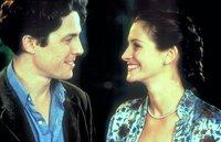 Zu Williams (Hugh Grant, l.) Erstaunen willigt der berühmte Filmstar Anna Scott (Julia Roberts, r.) ein, ihn zu der Geburtstagsfeier seiner Schwester zu begleiten. Der Abend wird ein voller Erfolg ...