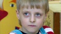 """Der fünfjährige Thomas Metz, der 1989 nach dem Fall der Mauer in Erfurt im Heim abgegeben wurde, erklärt: """"Meine Mutti, die ist im Heim."""""""